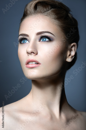 Foto op Plexiglas Beauty Beautiful girl with a light Nude make-up and blond hair. Beauty
