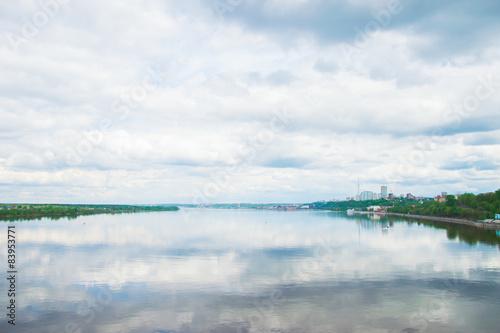 городской пейзаж у реки