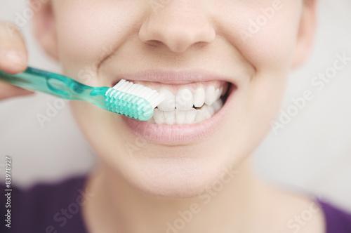 фотографія  Donna con spazzolino denti