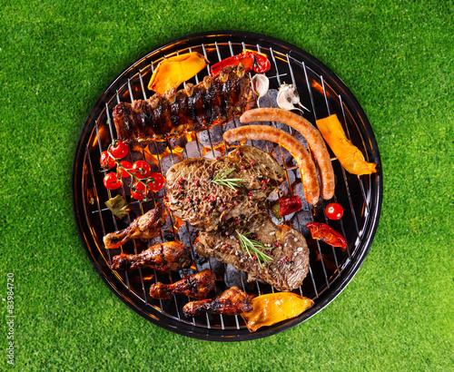 Plakat Grill z różnymi rodzajami mięsa