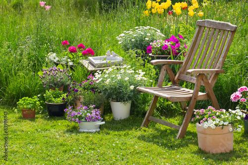 Fotobehang Tuin Idyllischer Sitzplatz im Garten - Entspannen im eigenen Garten
