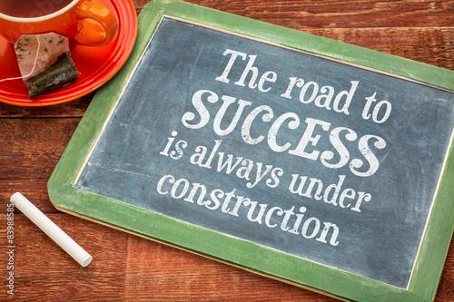 Fotografia  The road to success concept on blackboard