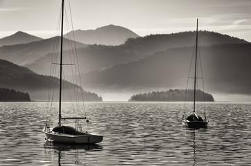 Obraz sailboats and mountains