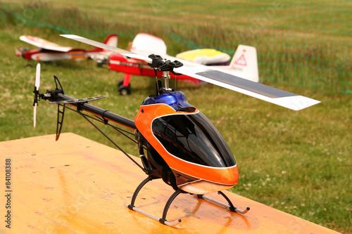 fototapeta na lodówkę Hubschrauber-Modell / mit Radio gesteuertes Modell