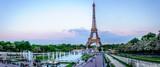 Fototapeta Paryż - Tour Eiffel au crépuscule