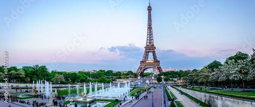 Foto auf Leinwand Eiffelturm Tour Eiffel au crépuscule