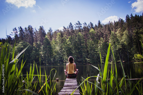 Fotografía  медитация на берегу озера