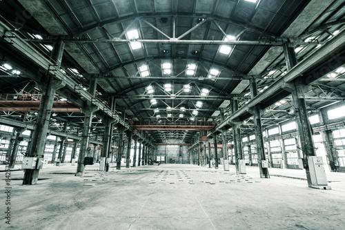 Foto op Aluminium Luchthaven Empty floor in abandoned factory