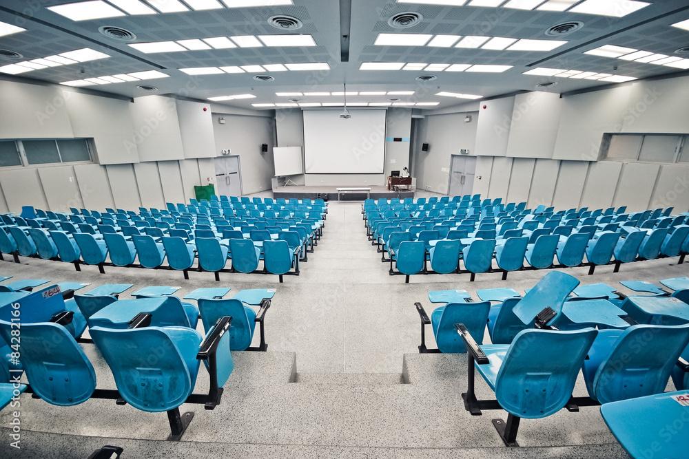 Ein leerer großen Hörsaal / Universität Klassenzimmer Foto, Poster ...