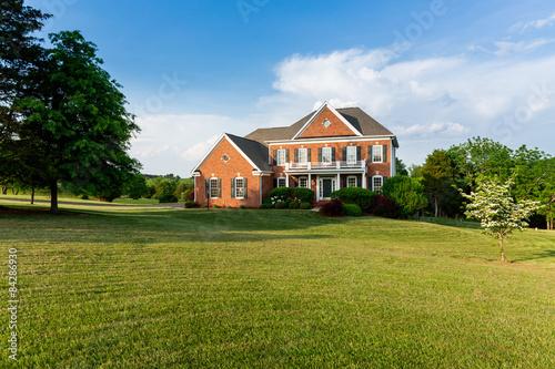 Fotografie, Obraz  Pohled zepředu velký rodinný dům