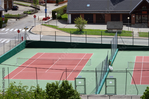 Two tennis courts - 84310123