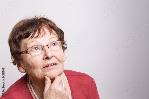 Fotografering  Nachdenkliche Rentnerin