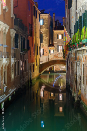 Spoed Foto op Canvas Kanaal Night lateral canal and bridge in Venice, Italy