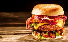 Delicious Cheeseburger With Sa...