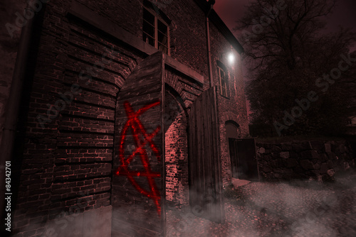 Fotomural ancient mysterious scary house in the night