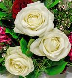 Piękny bukiet z białych róż
