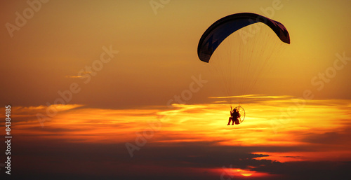 Foto op Canvas Luchtsport man enjoying paraglide on sky