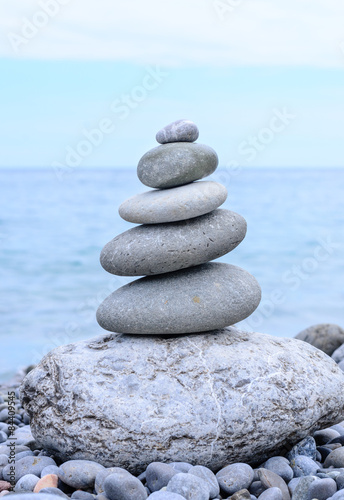 Photo sur Plexiglas Zen pierres a sable Conceptual Piled Stones in Perfect Balance