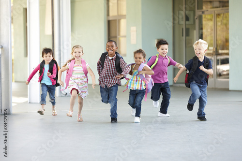 Stampe Group Of Elementary Age Schoolchildren Running Outside