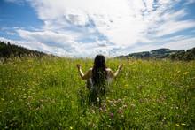 Fraun Meditiert In Der Natur