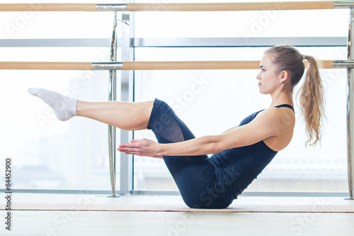Photo  fitness, sport, training and lifestyle concept -  woman doing