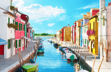 Fototapeta Kolorowe domki Narrow canal and colorful houses in Burano, Italy.