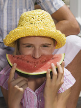 Mädchen Essen Wassermelone, Close-up