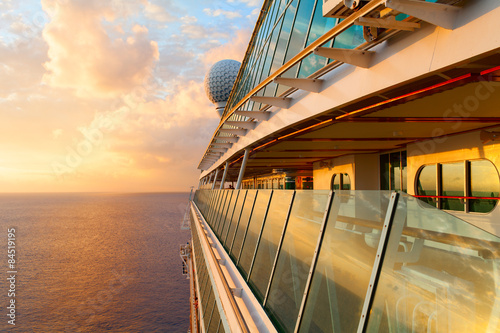 Fotografía Sunset from the open deck of luxury cruise ship