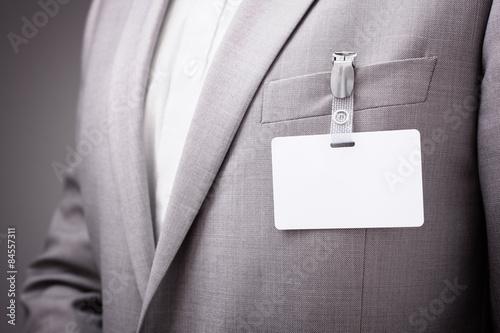 Fotografía  El empresario lleva la etiqueta conocida en blanco