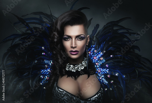 Photo  diva in accessory of diamonds and black feathers