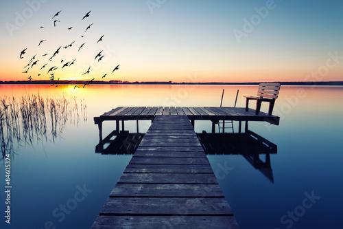 Naklejka premium wieczorna idylla nad jeziorem