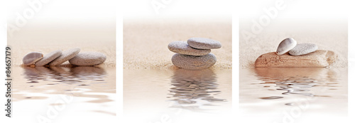 Foto auf Leinwand Zen-Steine in den Sand Zen sand and stone triptych with water reflections