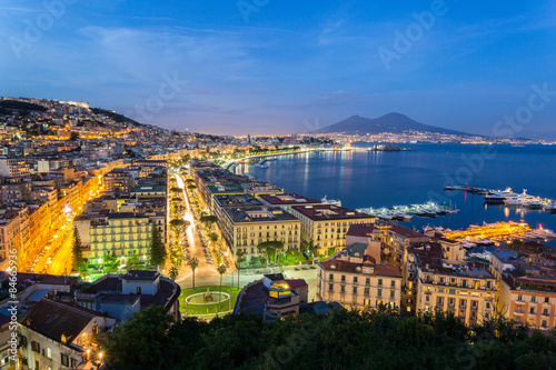 Garden Poster Napels Naples, Italy, view of the bay and Vesuvius Volcano by night, from Posillipo