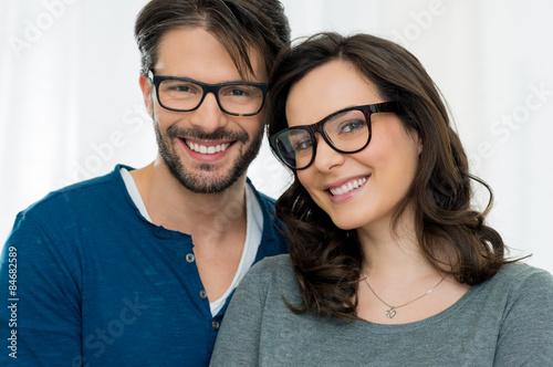 Fotografía  Happy couple with specs