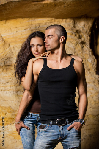 Fényképezés  Man protecting the woman