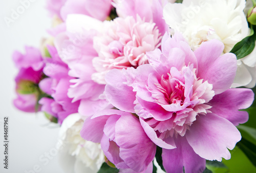 Plagát  Beautiful bouquet of pink and white peonies