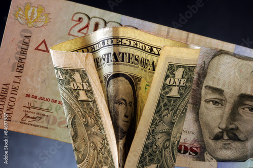 Peso Colombiano Colombia Money Currency コロンビア ペソ بيزو كولومبي