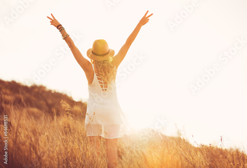 Photo  Happy Young Woman Outdoors at Susnet. Fashion Lifestyle.
