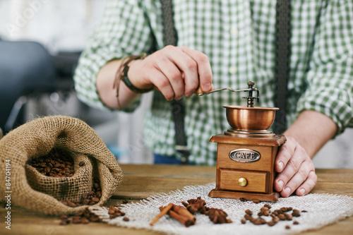 Ingelijste posters koffiebar Tampering coffee beans