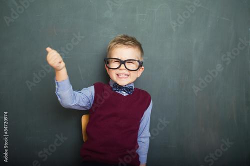 Kleiner schlauer Junger