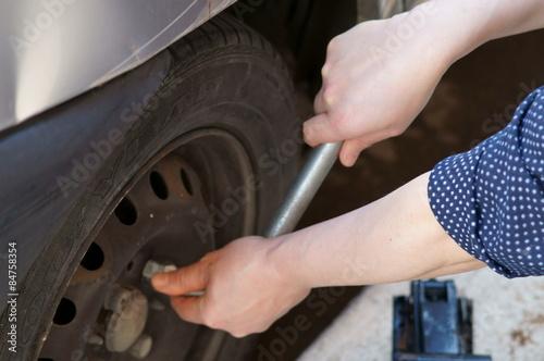 Fotografie, Obraz  Rimozione ruota automobile