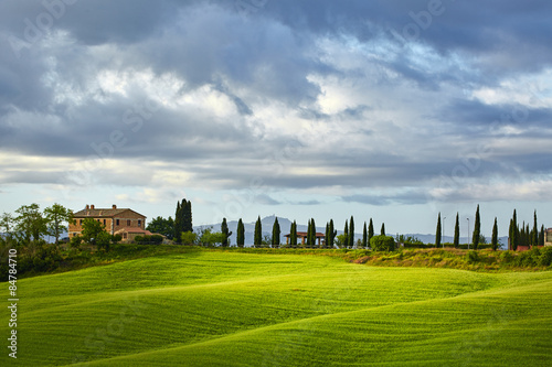 Tuinposter Heuvel Lighting game on green tuscany hills