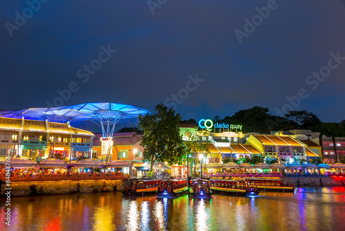 Obraz olorful light building at night in Clarke Quay, Singapore - fototapety do salonu