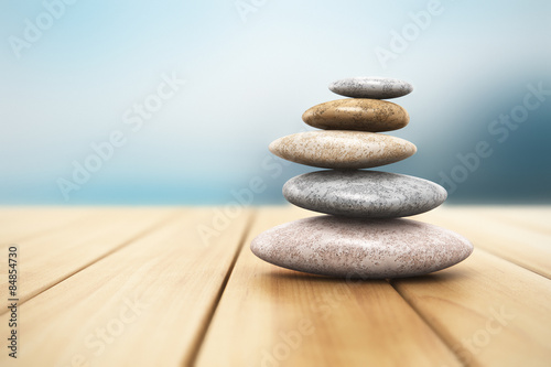 Foto op Plexiglas Stenen in het Zand Pile of pebbles on wooden planks