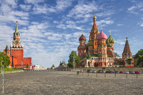 In de dag Moskou Moscow Kremlin and St. Basil Cathedral on Red Square