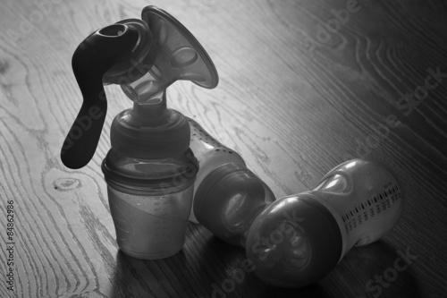 Valokuva  breast and baby bottles