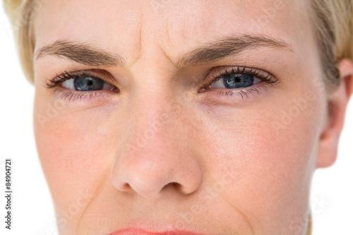 Fotomural  Serious blond woman looking at camera