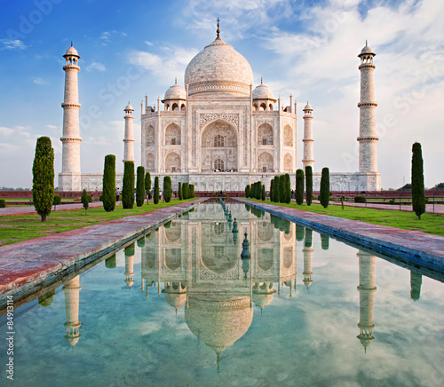 Photo Taj Mahal in sunrise light.
