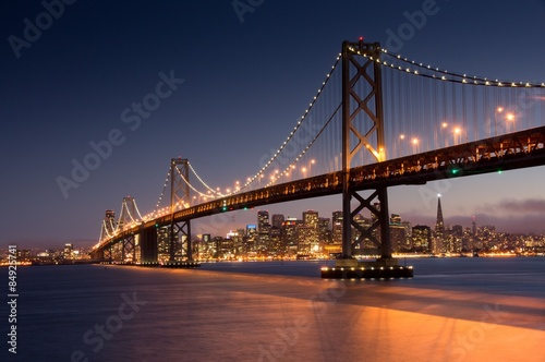 Tuinposter Bruggen Dusk over San Francisco-Oakland Bay Bridge and San Francisco Skyline. Yerba Buena Island, San Francisco, California, USA.