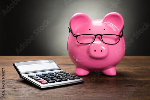 Fotografía  Piggybank With Calculator